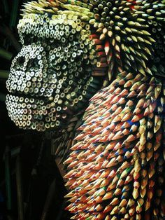 Funny pictures about Gorilla Sculpture Made From Colored Pencils. Oh, and cool pics about Gorilla Sculpture Made From Colored Pencils. Also, Gorilla Sculpture Made From Colored Pencils photos. Unusual Art, Unique Art, Instalation Art, Wow Art, Recycled Art, Art Design, Art Plastique, Pencil Art, Pencil Drawings