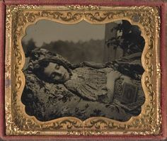 tuesday-johnson: ca. [beautiful, albeit tragic, post-mortem tintype portrait of a young woman] via Cowan's Auctions Antique Pictures, Old Photos, Vintage Photos, Post Mortem Pictures, Post Mortem Photography, Strange History, History Facts, Momento Mori, Daguerreotype