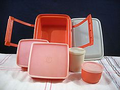I had this tupperware lunchbox set.   I think I won this lunch box in a raffle.