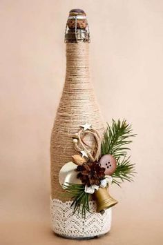 If Christmas is coming and you like DIY crafts, you must try these DIY Christmas crafts decoration bottles ideas. These DIY crafts bottles are very easy, you just need to look closely before you can make them yourself. Wine Bottle Art, Glass Bottle Crafts, Painted Wine Bottles, Diy Bottle, Glass Bottles, Christmas Centerpieces, Christmas Decorations, Tree Decorations, Christmas Wine Bottles