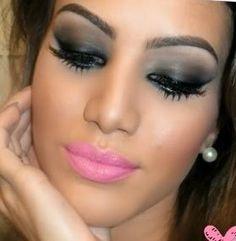 Post de hoje: Aprenda Como Fazer Maquiagem Festa a Noite #maquiagemnoite Veja no link  http://maquiagenspassoapasso.com.br/como-fazer-maquiagem-festa-noite-passo-a-passo/