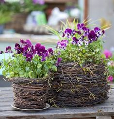 30 Amazing DIY ideas for decorating your garden uniquely 30 Amazing DIY ideas for decorating your garden uniquely Look how nice it is. We brought amazing DIY ideas to decorate the garden. They are wonderful ideas that can transform the garden decoration … Diy Garden, Garden Projects, Garden Art, Potager Garden, Spring Garden, Amazing Gardens, Beautiful Gardens, Beautiful Flowers, Small Flower Gardens