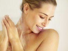 Higiene íntima feminina é um assunto delicado, mas sério. Nem todas as mulheres, porém, sabem como fazer isso corretamente. Há dúvidas sobre qual tipo de sabonete usar, como secar a região e até sobre se, na hora de dormir, deve-se deixar de lado a calcinha ou não.Além de reduzir a ocorrência de odores desagradáveis, a higiene íntima adequada previne corrimentos, lesões vaginais e na vulva, além de doenças mais graves.