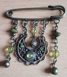 Antique bronze kilt pin brooch - made using green beads and a green/antique bronze filigree charm.   http://folksy.com/shops/KittyCrafts