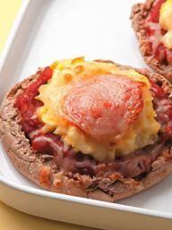 Breakfast Mini Pizzas | KitchenDaily.com