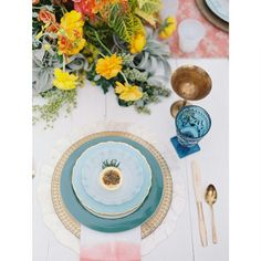 We are so thankful to be a part of such a talented family that works so beautifully together to create beautiful tablescapes such as these @crosbyandjon @archiverentals