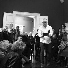 #MortenSøndergaard går et skridt i den rigtige retning og hiver vinterlindrende lyrik ud af OrdApoteket... #Finissage #FromGridToRomance #petermartensen #brandts13 #brandts #ThisIsOdense #MitOdense www.thisisodense.dk/17302/falling-down