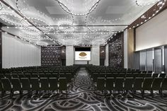 View our Tianhe hotel photo gallery to explore the luxury rooms, suites, meeting and wedding facilities and more at Mandarin Oriental, Guangzhou. Mandarin Oriental, Oriental Restaurant, Oriental Hotel, Restaurant Bar, Hotel Meeting, Meeting Rooms, Hotel Concept, Function Room, Luxury Rooms