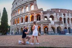 Proposal at the Roman Colosseum - Couple photoshoot in Rome - Engagement Portrait Pictures, Couple Portraits, Couple Photos, Proposal Photography, Proposal Photos, Creative Pictures, Cool Pictures, Arch Of Constantine, Surprise Wedding