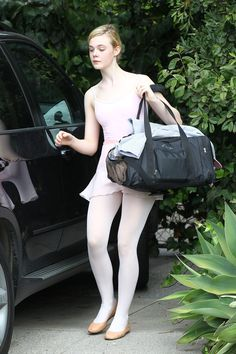 Elle Fanning in white dress & white pantyhose Colored Tights Outfit, White Tights, Pantyhose Outfits, In Pantyhose, Nylons, Pantyhosed Legs, Dakota And Elle Fanning, Ballet Clothes, Girls In Mini Skirts