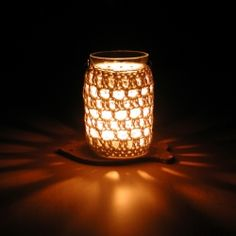 A crochet pattern of a jar cozy. (Dutch and English)