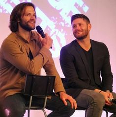 J2 #Asylum 16 look at Jensen's face! A look of true brotherly love. *melts*