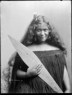 Unidentified Maori woman, ca 1904 Reference Number: 1/1-021047-G Head and shoulder portrait of an unidentified young Maori woman holding a hoe (canoe paddle) photographed by Frank J Denton, circa 1904, probably in the Wanganui region.