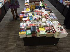 こういうのをサラッと記事にすべきなのに。RT @yuiyuiyui11: 内閣府官房の書店平積みは雑誌「正論」や百田尚樹や三橋貴明の本などかなりの偏向ぶり。意図的に置いている、売れる本を並べているというのも大問題。他官庁も是非調べて。
