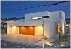 専門家:が手掛けた、ビルトインガレージのある家-夜景(タイルと土とアートと暮らす家)の詳細ページ。新築戸建、リフォーム、リノベーションの事例多数、SUVACO(スバコ)