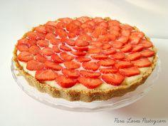 Easy Strawberry Tart: http://www.parislovespastry.com/2013/09/easy-but-dazzling-strawberry-tart.html