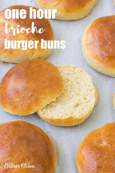 Quick Brioche Bun Recipe Homemade hamburger buns are easier to make than you think! This quick brioche bun recipe takes just one hour from start to finish. Homemade Burger Buns, Homemade Hamburgers, Homemade Breads, Homemade Brioche, Ma Baker, Brioche Bun, Brioche Rolls, Brioche Bread, Bread Bun