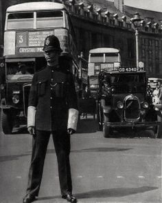 London police constable on Point Duty at Piccadilly Circus at the junction with Regent Street 1936 Photo: Bill Brandt Vintage London, Old London, Bill Brandt Photography, Little Britain, London Police, Police Uniforms, Police Officer, Walks In London, Piccadilly Circus