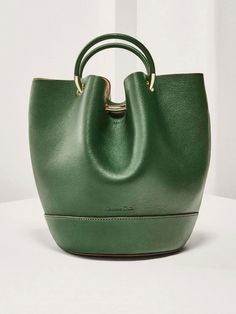For most women, buying an authentic designer handbag is not something to hurry into. Because they bags can easily be so high priced, most women typically worry over their selections before making an actual ladies handbag acquisition. Hermes Handbags, Satchel Handbags, Luxury Handbags, Fashion Handbags, Purses And Handbags, Fashion Bags, Cheap Handbags, Cheap Purses, Ladies Handbags