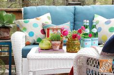 Deck Decorating Ideas: White wicker patio furniture with blue cushions