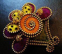 http://the-w-s.blogspot.com/2011/02/feltzipper-crafts.html