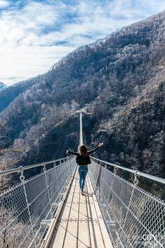 Curzut Carasc Switzerland Tibetian Bridge in Ticino Reisen In Europa, Culture Travel, Travel Around, Switzerland, Places To See, Wanderlust, Beautiful Places, Road Trip, Hiking