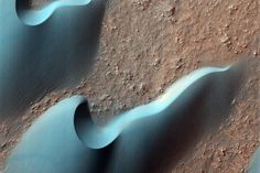 Barchan dunes Mars NASA / JPL-Caltech / University of Arizona