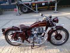 Enfield Bike, Enfield Motorcycle, Motorcycle Clubs, British Motorcycles, Vintage Motorcycles, Royal Enfield Stickers, Royal Enfield Classic 350cc, Bullet Bike Royal Enfield, Royal Enfield Modified