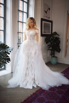 8bd53f58bf9 23 Awesome wedding dress detachable train images