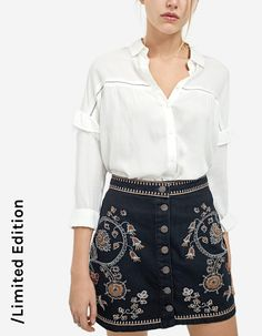 Embroidered skirt with buttons