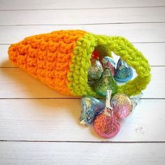 Crochet Mini Carrot Treat Bags...I love how cute these are! Click over to my blog for the free pattern. {link in profile} #creatingme #crochet #easter #carrot #crochetcarrot #treatbags