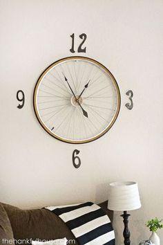 reloj hecho de rin de bicicleta