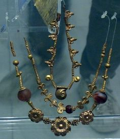Late #Bronze Age -- Gold Necklace From Mycenae -- 1600-1100 BCE -- #artauth National Archaeological Museum -- Athens, Greece