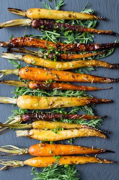 Roasted Carrots with Balsamic Herb Glaze - superman cooks Carrot Recipes, Potato Recipes, Healthy Recipes, Carrot Dishes, Vegetable Recipes, Healthy Eats, Healthy Foods, Balsamic Carrots, Recipes