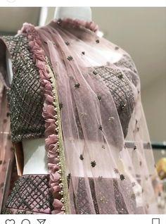 Saree Kuchu Designs, Saree Blouse Neck Designs, Saree Blouse Patterns, Bridal Dupatta, Indian Bridal Lehenga, Lehnga Dress, Kurti Designs Party Wear, Indian Party Wear, Indian Designer Outfits