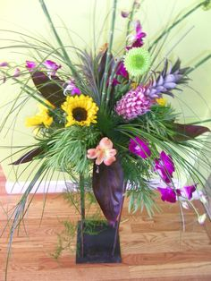 www.beautifulbloomsbyjen.com  Jen and Beautiful Blooms by Jen Staff: Thank you so much for designing a beautiful floral arrangement for our booth at the Zoo to Do! You went above and beyond our expectations for the arrangement and we are so happy to be working with you for several weddings this year! ~ Stone Ridge Golf Club