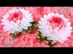 DIY narrow ribbon kanzashi So beautiful. She is always birlliant. Diy Lace Ribbon Flowers, Zipper Flowers, Nylon Flowers, Tissue Paper Flowers, Cloth Flowers, Kanzashi Flowers, Ribbon Art, Ribbon Crafts, Flower Crafts