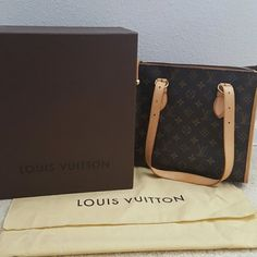 Louis Vuitton Poppincourt 100% Authentic and in very good condition. Only used 2 times. Includes dust bag and box. Serial: FL0025 Louis Vuitton Bags Shoulder Bags