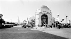 Being so close to UCLA, these days Westwood Village is a teeming hive of activity, morning, noon and night. Back when this photo was taken (circa mid-to-late 1930s) it was more low-key and unrushed township. However, the two main buildings in this photo – the dome-shaped office building in front and the tower of the Fox Theatre – are still with us today.