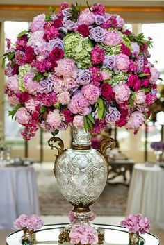 Old-world prettiness ~ Kent Drake Photography, Floral Design: HMR Designs | bellethemagazine.com