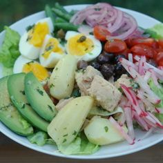 Nicoise salad recipe - just leave out the tuna Clean Recipes, Raw Food Recipes, Salad Recipes, Cooking Recipes, Healthy Recipes, Salad Bar, Good Food, Food And Drink, Easy Meals
