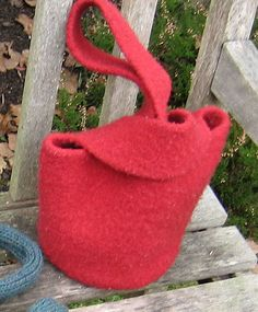 Lucy Bag Knitting Pattern by Katie Nagorney and Ann Swanson + Free Beginner Cast-on Video Tutorial