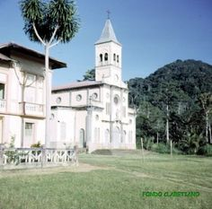 En Región Continental , edificio de la Iglesia de San Francisco Javier. NKUÉ