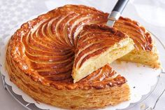 The Traditional Galette Des Rois Boasts Of A Creamy Almond Filling Encased In Flaky Golden Puff - Cake French Desserts, French Food, Food Cakes, French King Cake Recipe, Ballymaloe Cookery School, Puff Pastry Dough, Thermomix Desserts, Almond Recipes, Sweet Bread