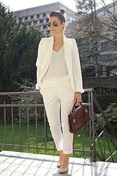 Casual White Slacks For Spring Summer Airport Style 31 Stylish Office Wear, Work Wear Office, Outfit Office, Office Uniform, Casual Office, Office Fashion, Work Fashion, Fashion Outfits, Women's Fashion