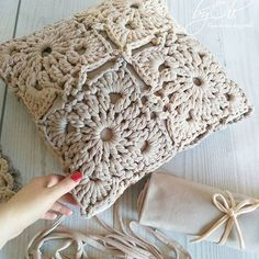 Knitting Crochet Deco Hacer Punto Estilo - Diy Crafts - maallure So what will be… in 2020 (With images) Crochet Pillow Cases, Crochet Pillow Patterns Free, Crochet Cushion Cover, Crochet Mandala Pattern, Crochet Motifs, Crochet Squares, Knitting Patterns, Diy Crafts Crochet, Crochet Home