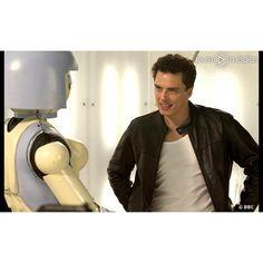 Le capitaine Jack Harkness (John Barrowman) dans la première saison de... ❤ liked on Polyvore featuring doctor who