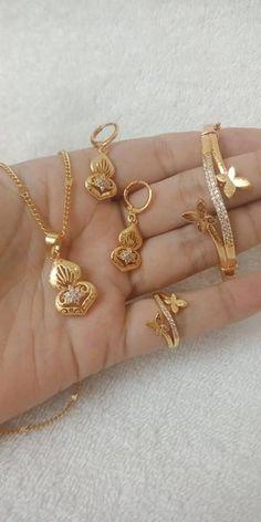 New Gold Bracelet And Ring Set Designs - Kurti Blouse Gold Ring Designs, Gold Earrings Designs, Gold Jewellery Design, Bracelet Designs, Necklace Designs, Gold Jewelry Simple, Jewelry Patterns, Jewelery, Fashion Jewelry