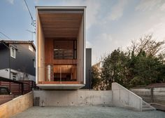 Fly Out House balances on a concrete wall to avoid overlooking a busy road.