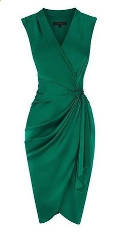 I love the color of this dress! I love how it plays with large hips without making them stand out. It just flows beautifully...now to find it in black